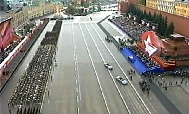 Парад Победы 9-го Мая. Что происходит, или  дальтонизм на марше…